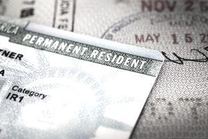 美国移民局发布了关于I-751面试豁免政策